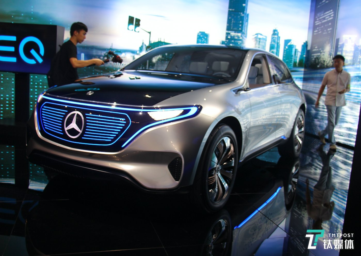 奔驰EQ新能源概念车