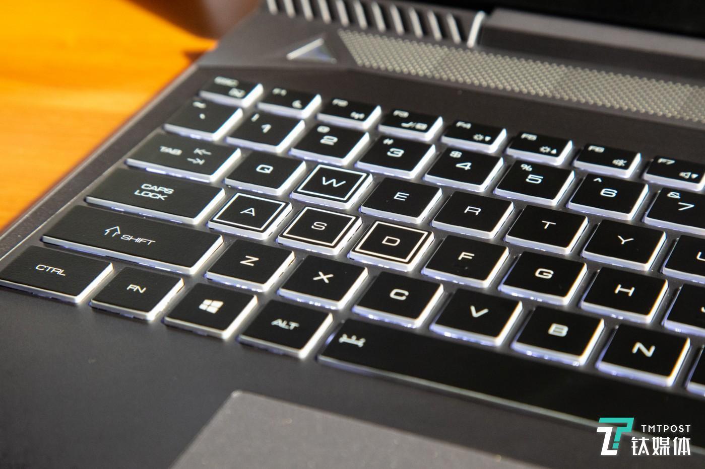 全尺寸背光键盘