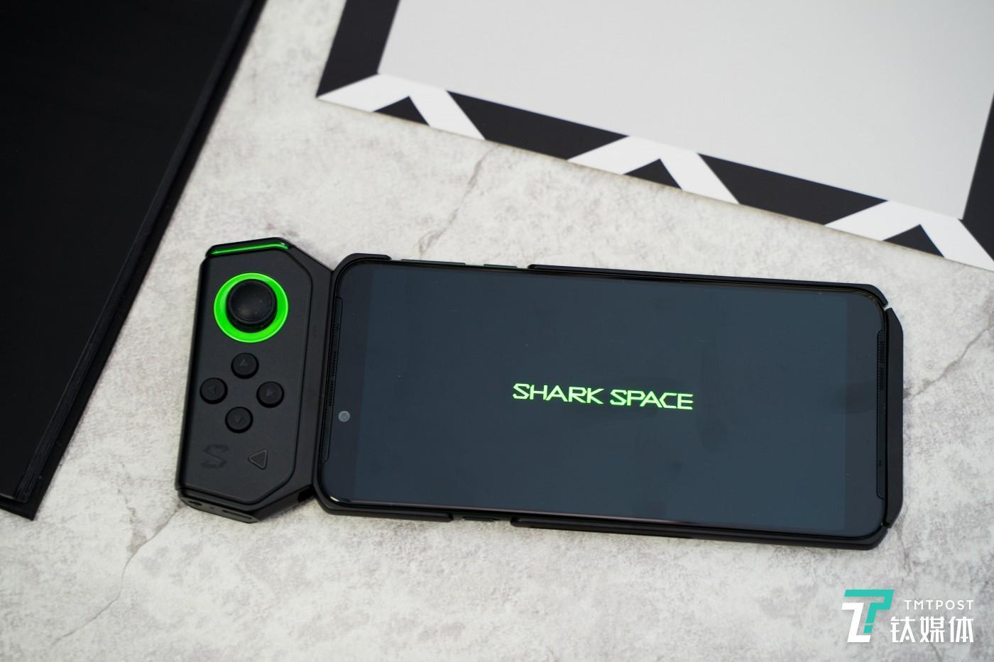 采用新的滑轨方式与手机连接