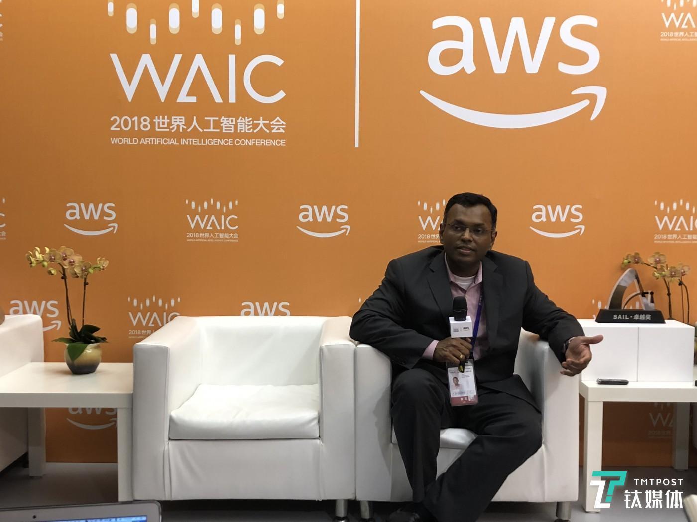 亚马逊 AWS副总裁接受钛媒体采访。拍摄:苏建勋