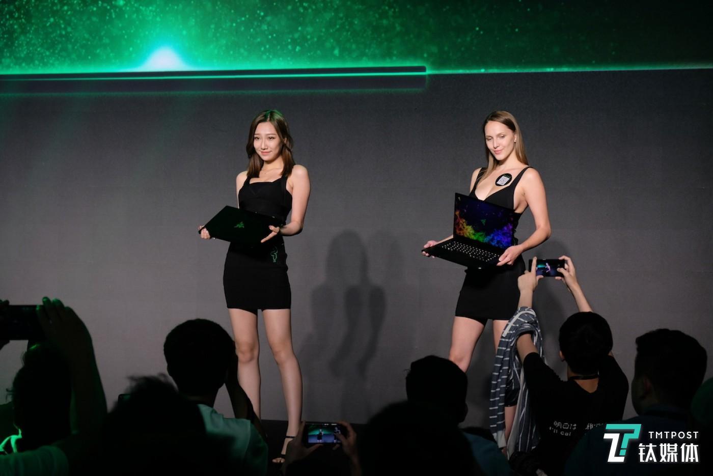 Razer ShowGirls 展示 Razer Blade