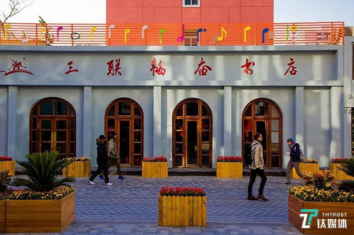 2017年底,正在装修中的三联书店三里屯店。图片来源:视觉中国