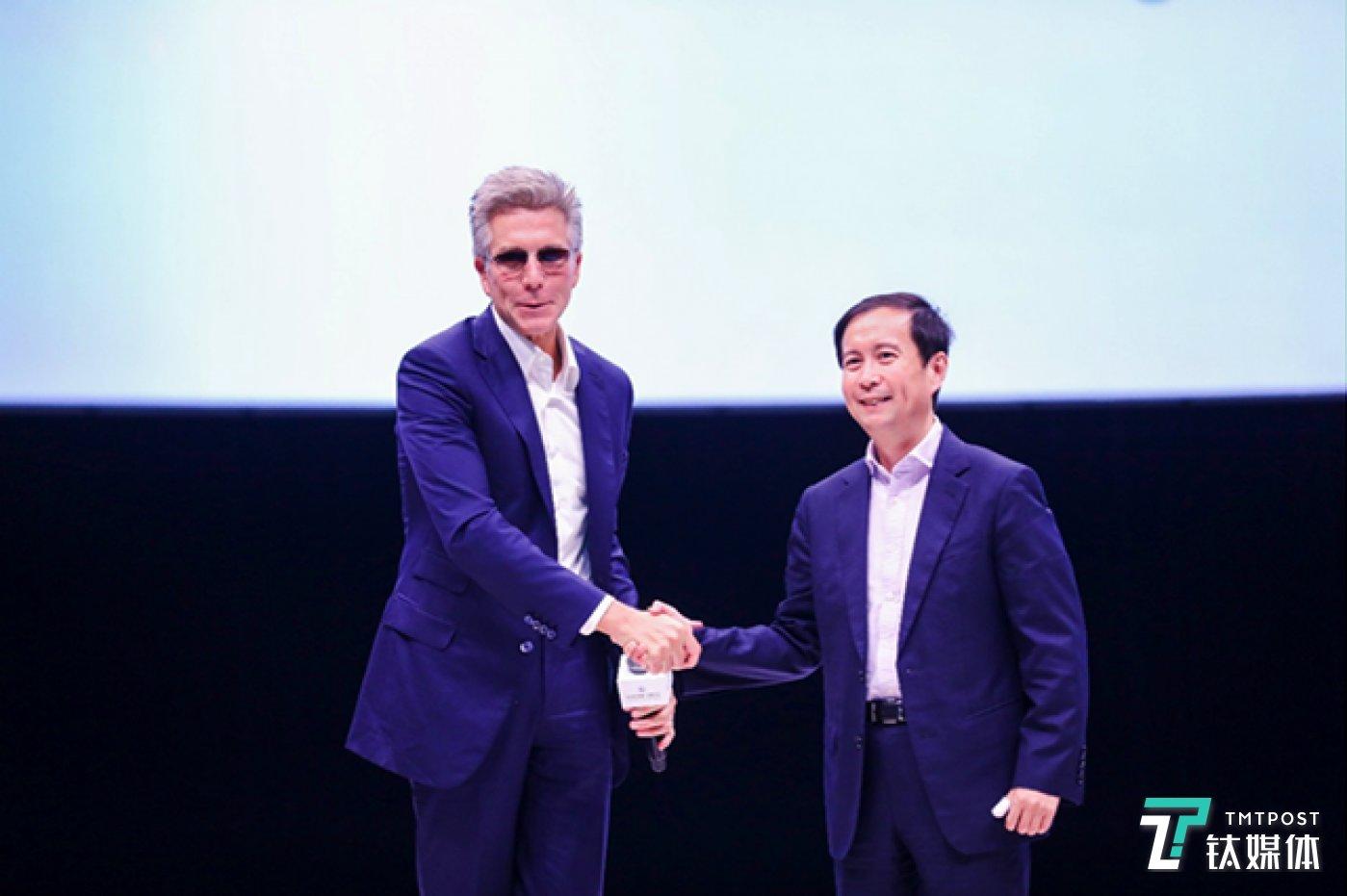 SAP 公司CEO孟鼎铭与阿里巴巴集团CEO张勇在今天举行的2018杭州云栖大会上共同宣布战略合作