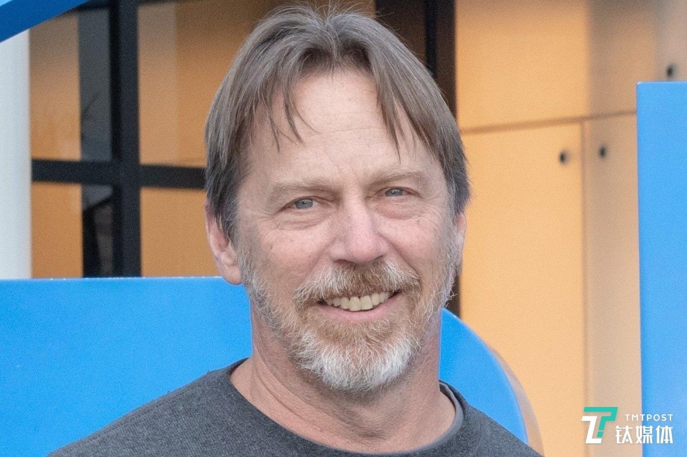 已经离职的英特尔硅工程部门高级副总裁凯勒(Jim Keller)