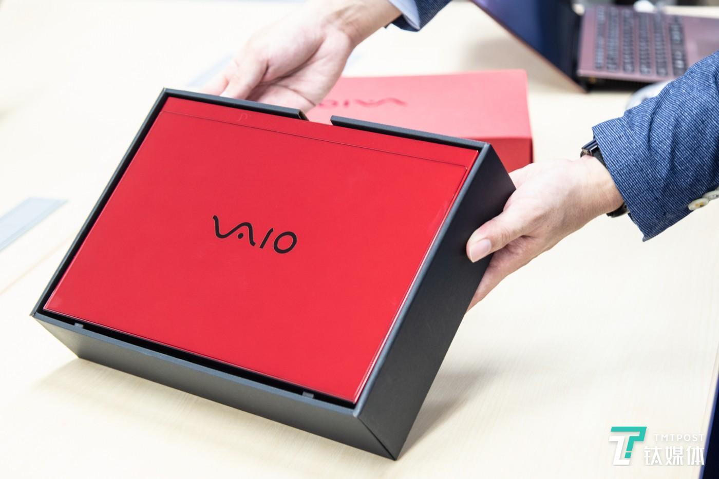 VAIO SX12耀世红