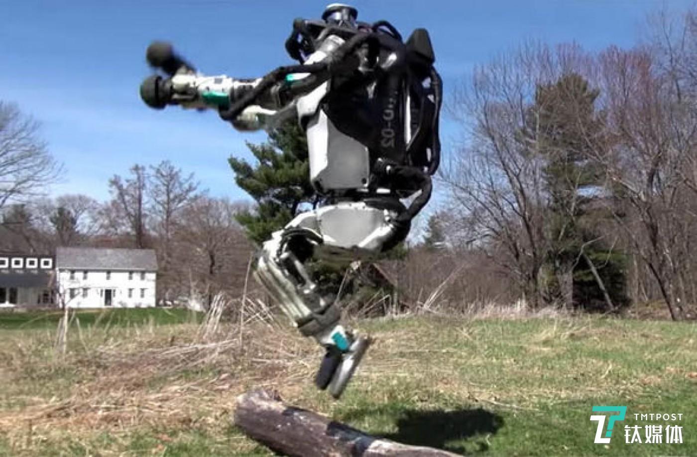 2019年,波士顿动力的机器人不断进化,吸引了全球科技行业的目光。(图/波士顿动力)