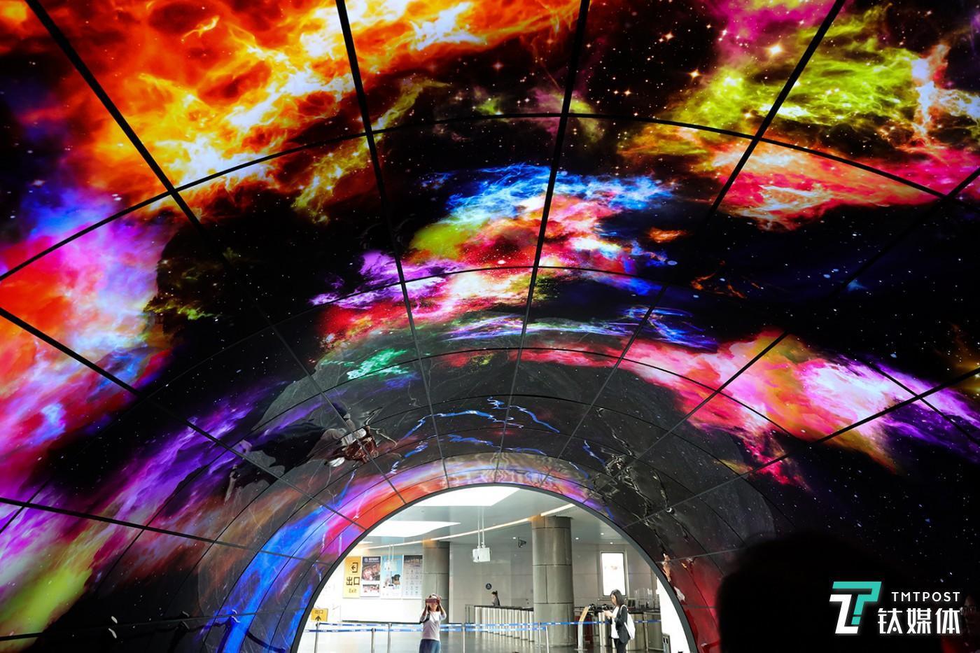LGD全球最大的OLED隧道