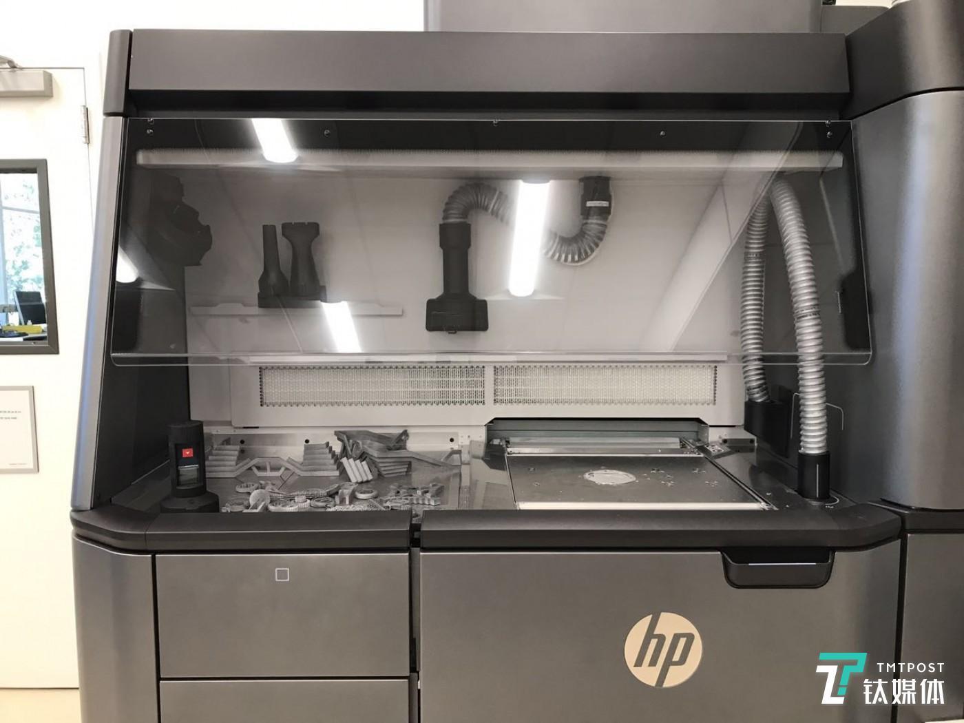 惠普实验室工作人员介绍,MJF 4200 机器本身的多数零部件就是通过3D打印完成