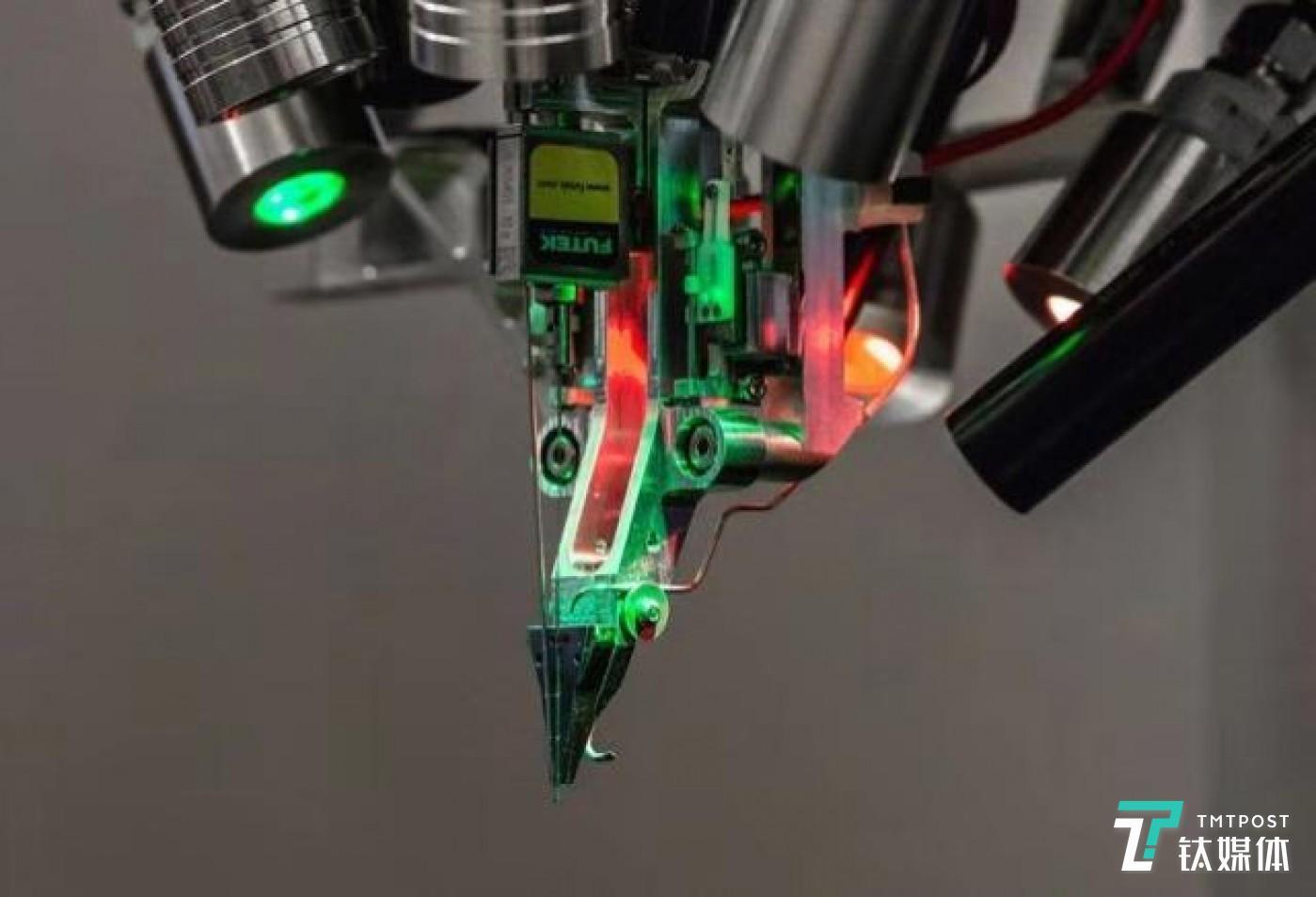 利用激光打孔对线路进行植入