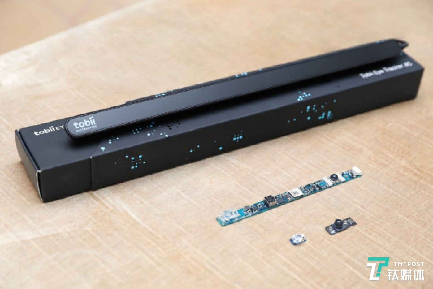Tobii 4C外接眼球追踪器及下一代眼球追踪IS5平台模组