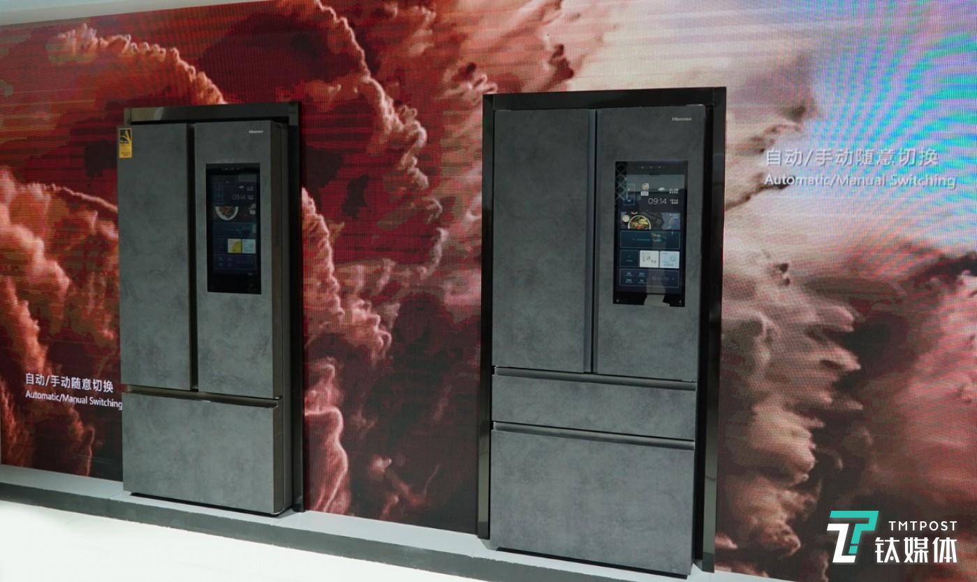 海信冰箱银河智能大屏562(右)与火箭智能大屏602(左)