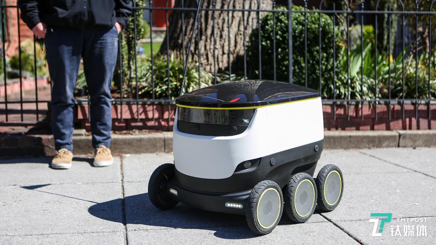 """配送机器人就很适用于""""非接触式配送"""""""