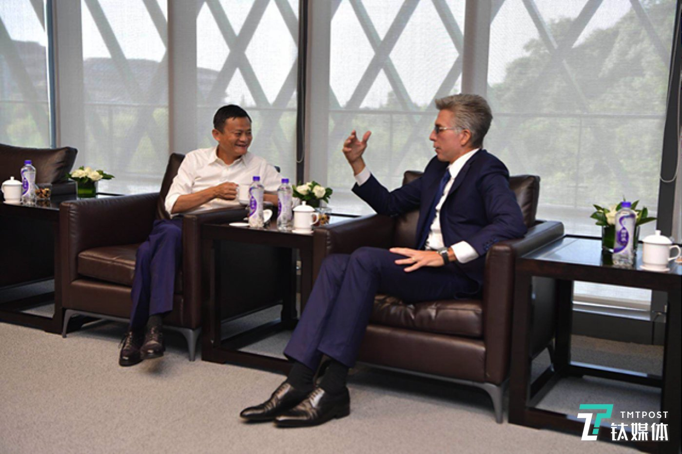 图说:2018杭州云栖大会期间,SAP 公司CEO孟鼎铭与阿里巴巴集团董事局主席马云会面