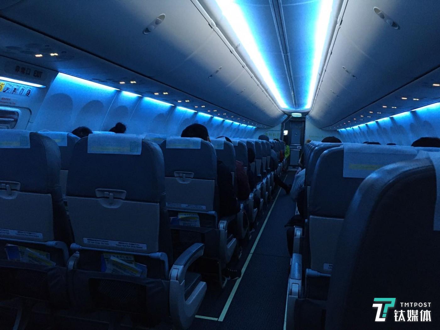 2月4日凌晨,中国飞往羽田机场的只有60几人的客舱