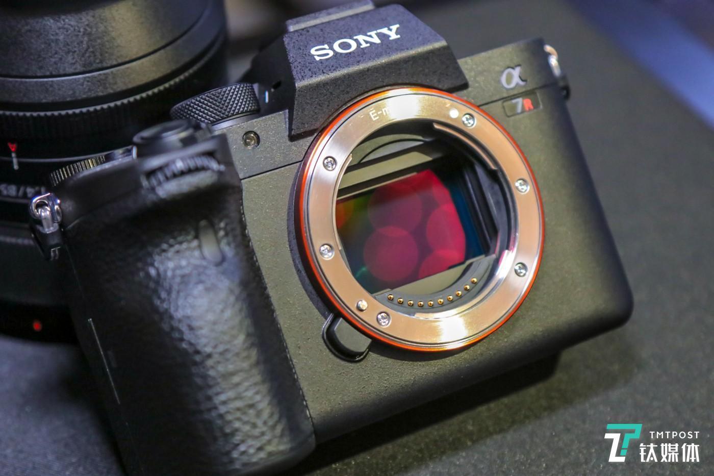 6100万有效像素全画幅Exmor R™CMOS背照式影像传感器