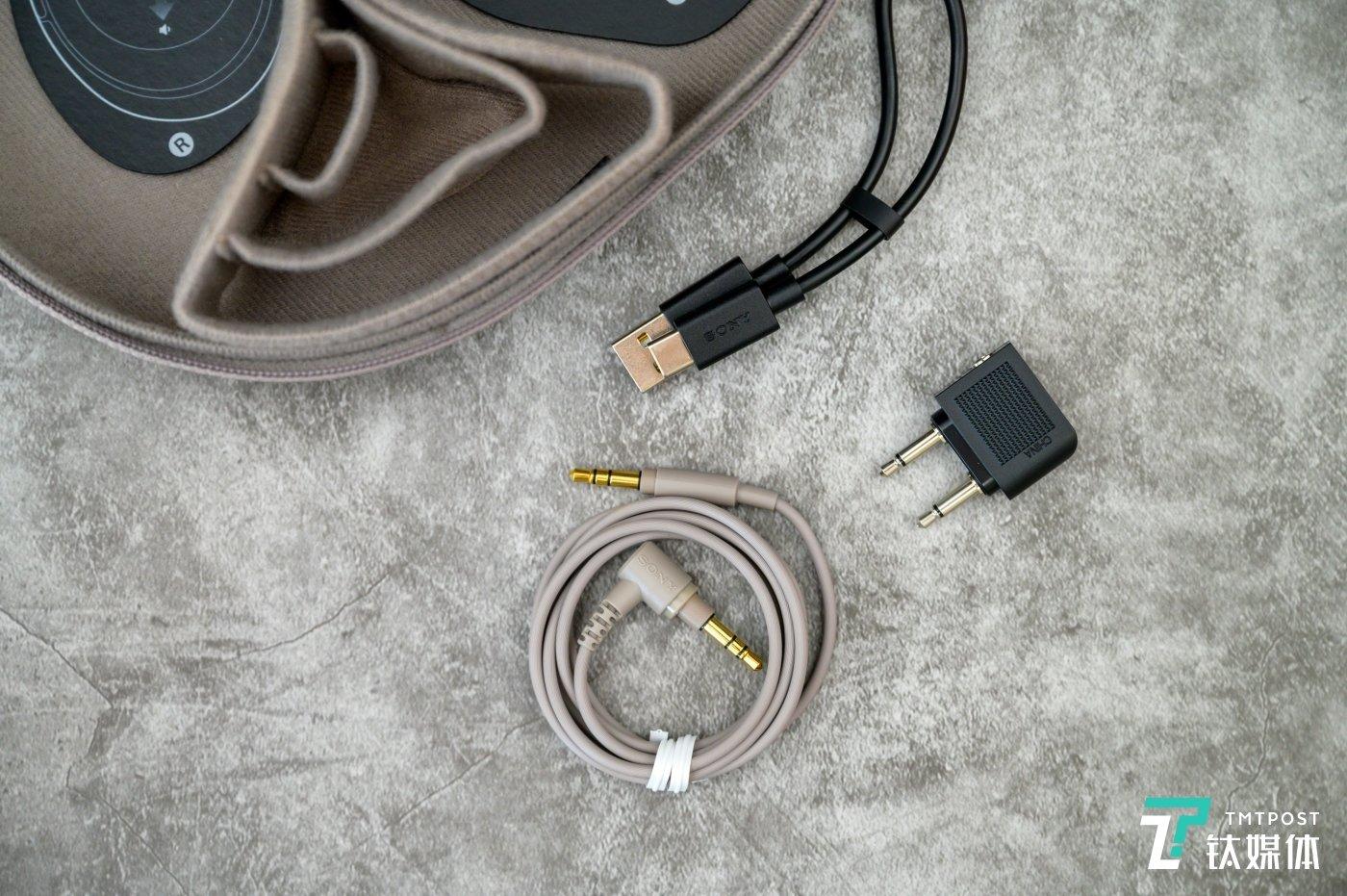 附赠的配件包括3.5mm连接线,依然可以通过有线连接带来更好音质