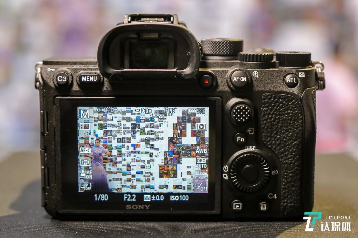 约576万像素 UXGA(Ultra-XGA) OLED Tru-Finder™电子取景器