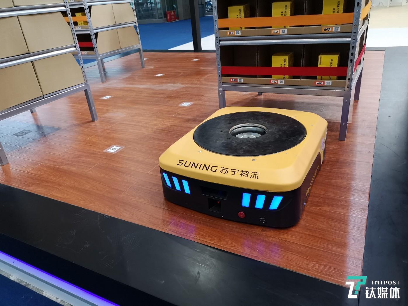 苏宁AGV物流机器人
