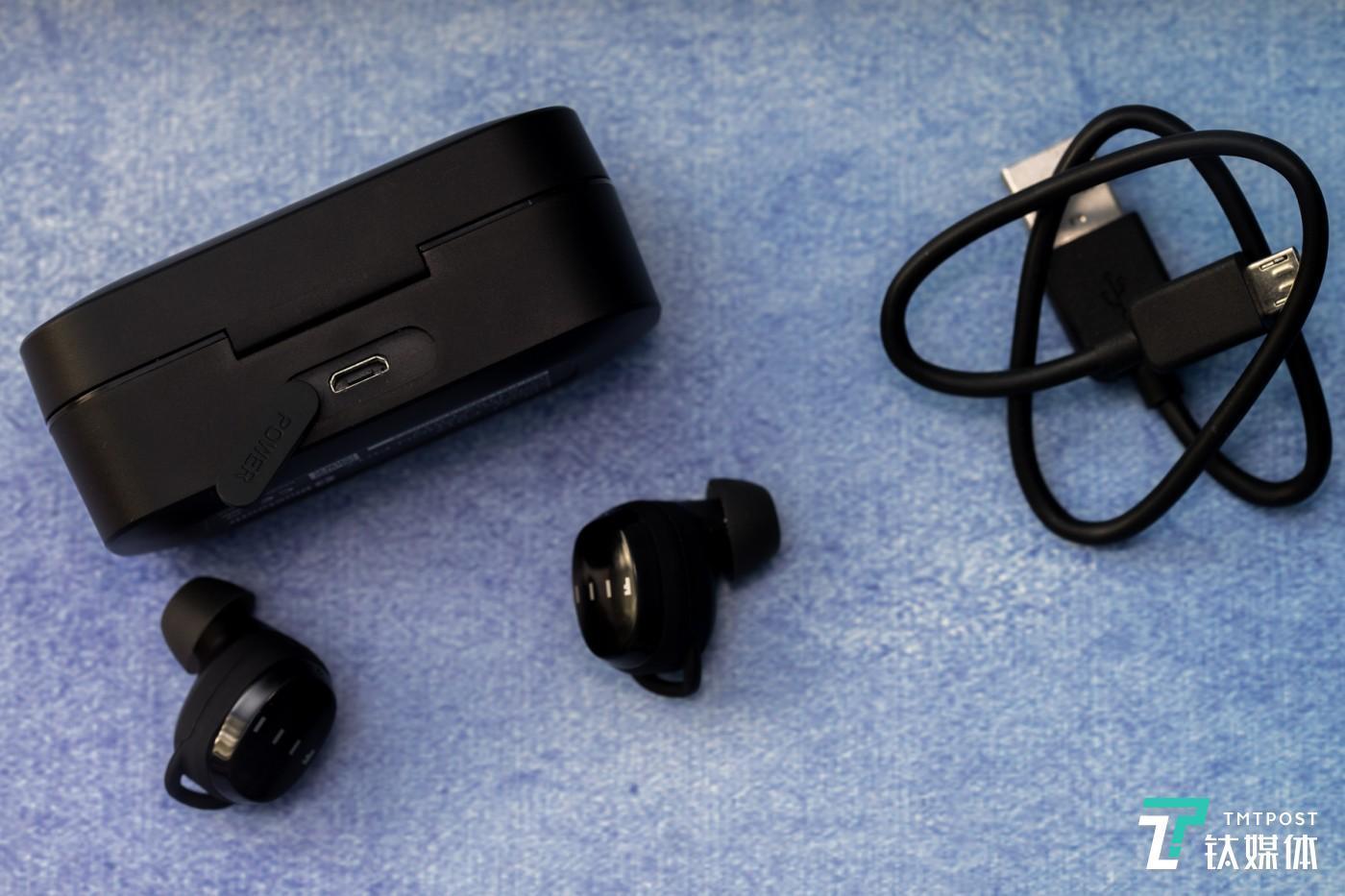 耳机支持IP65级防水防尘,充电盒上也做了一些保护