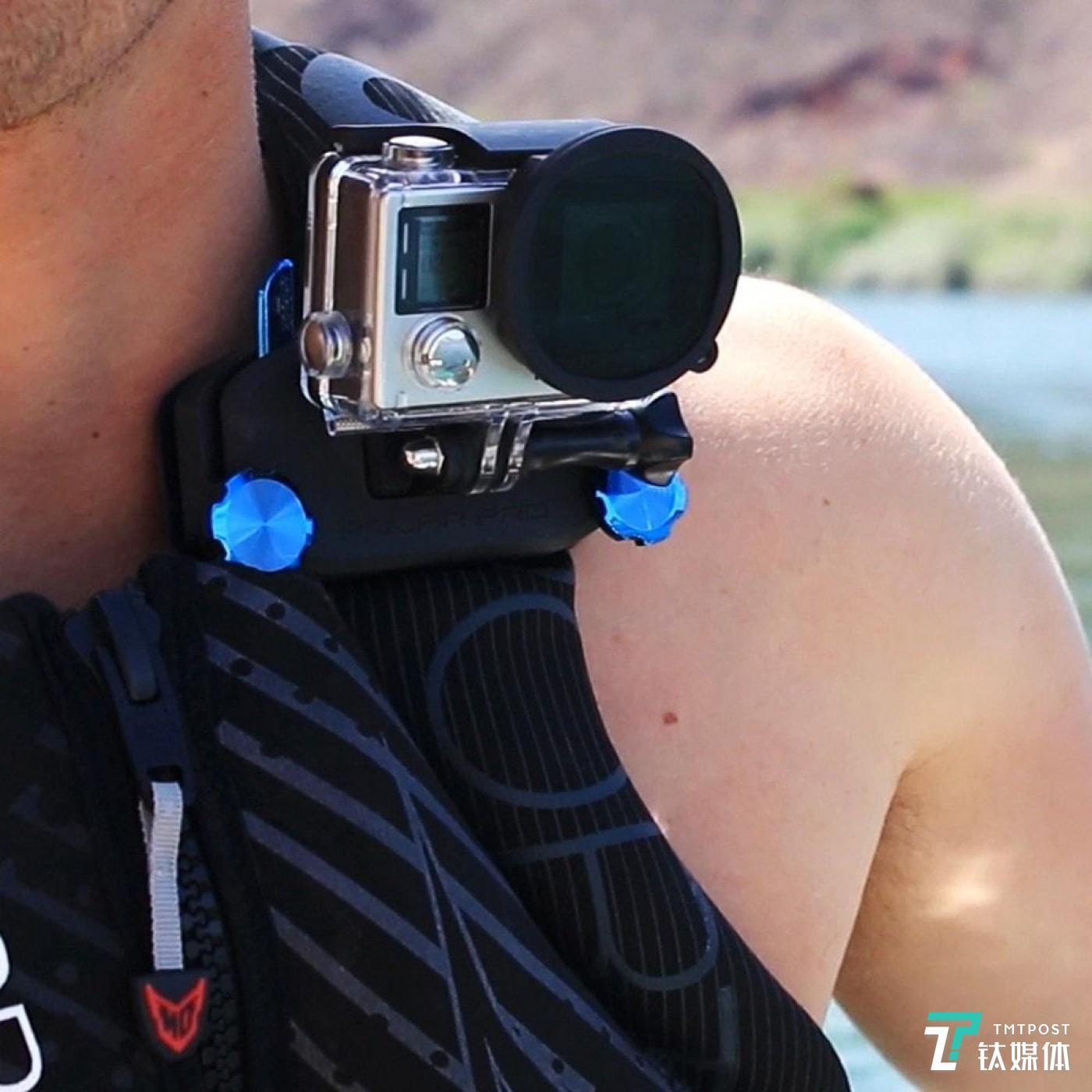 GoPro Hero 系列可以提供挂肩视角