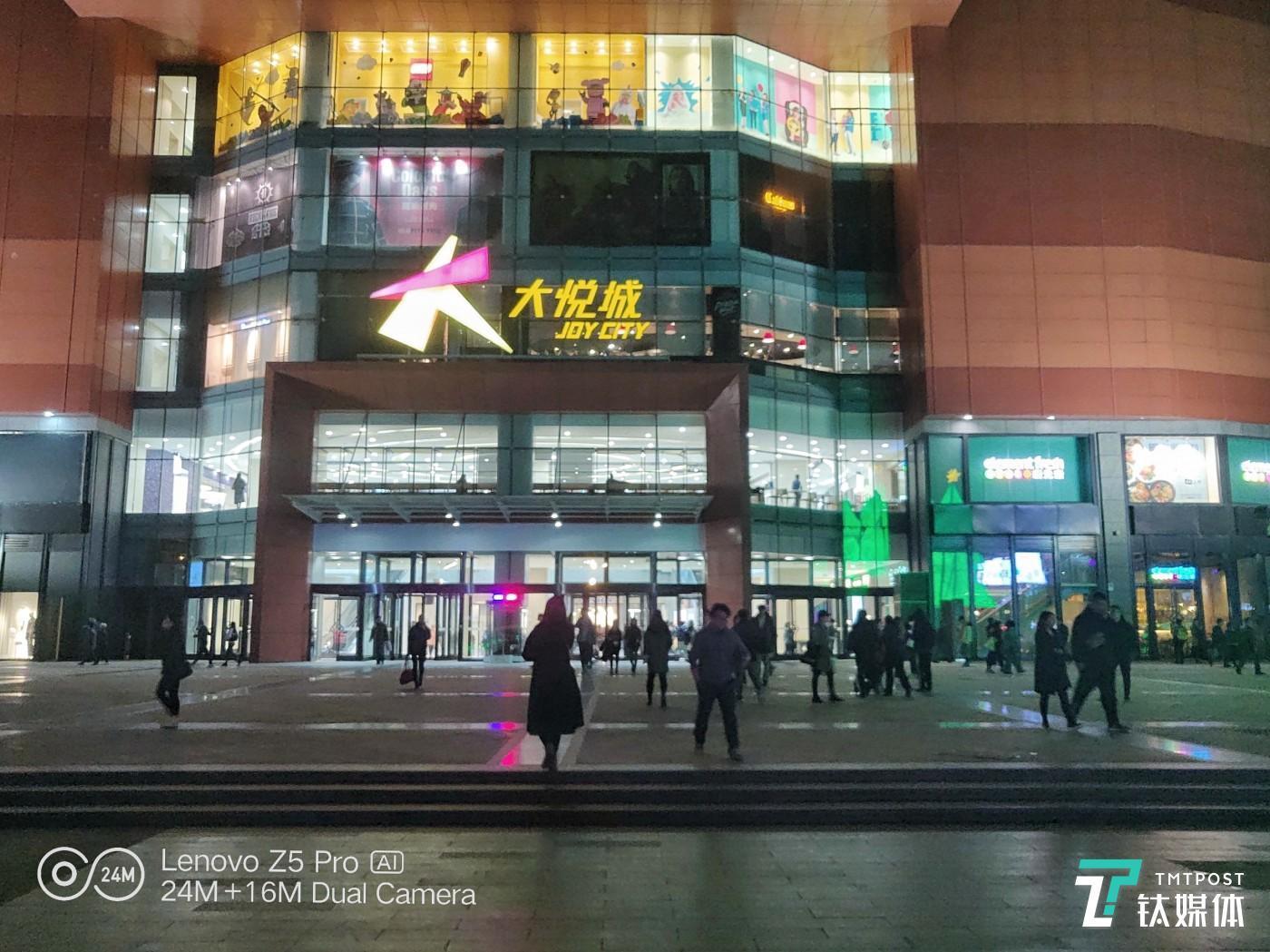 超级夜景模式 焦距:4.28mm 光圈:f/1.8 快门速度:1/35s ISO:120