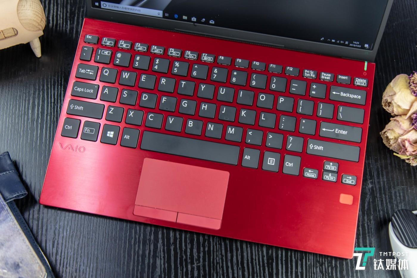 约19mm键距的全尺寸键盘