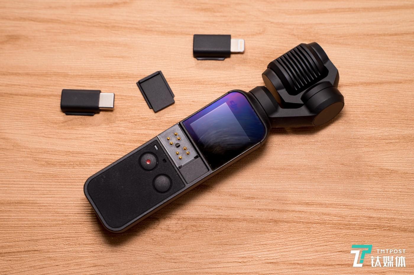 除了两种连接配件以外,还提供了保护触点的配件