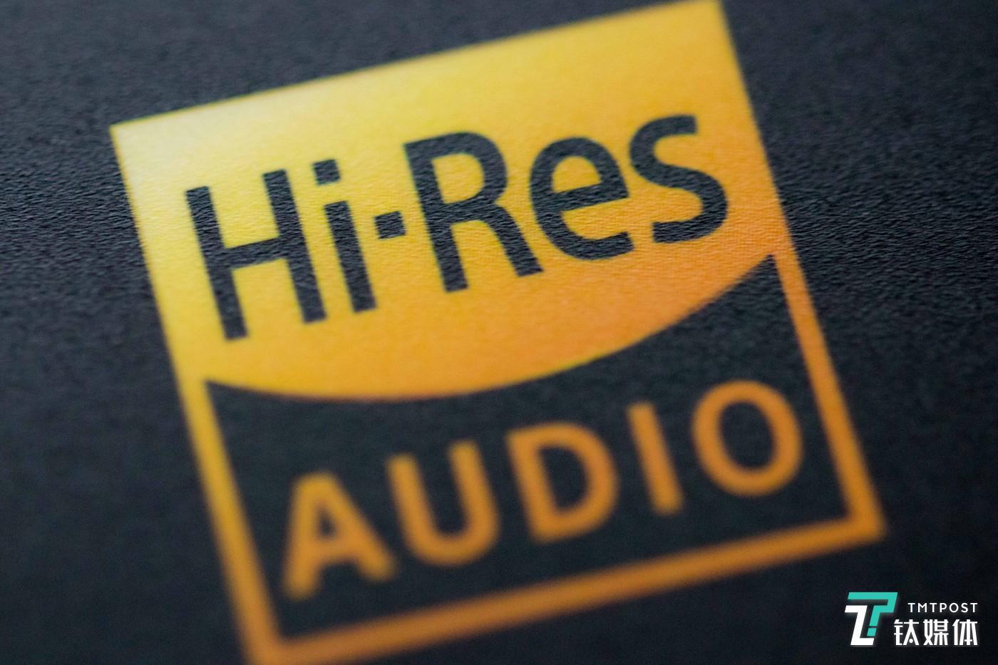 """产品上Hi-Res标志,也就是俗称的""""小金标"""""""