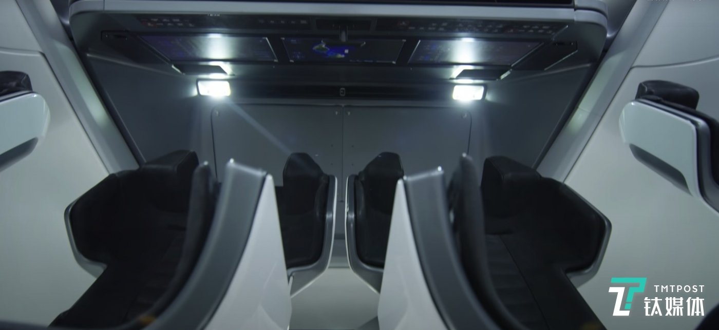 SpaceX官网提供的龙飞船内部图