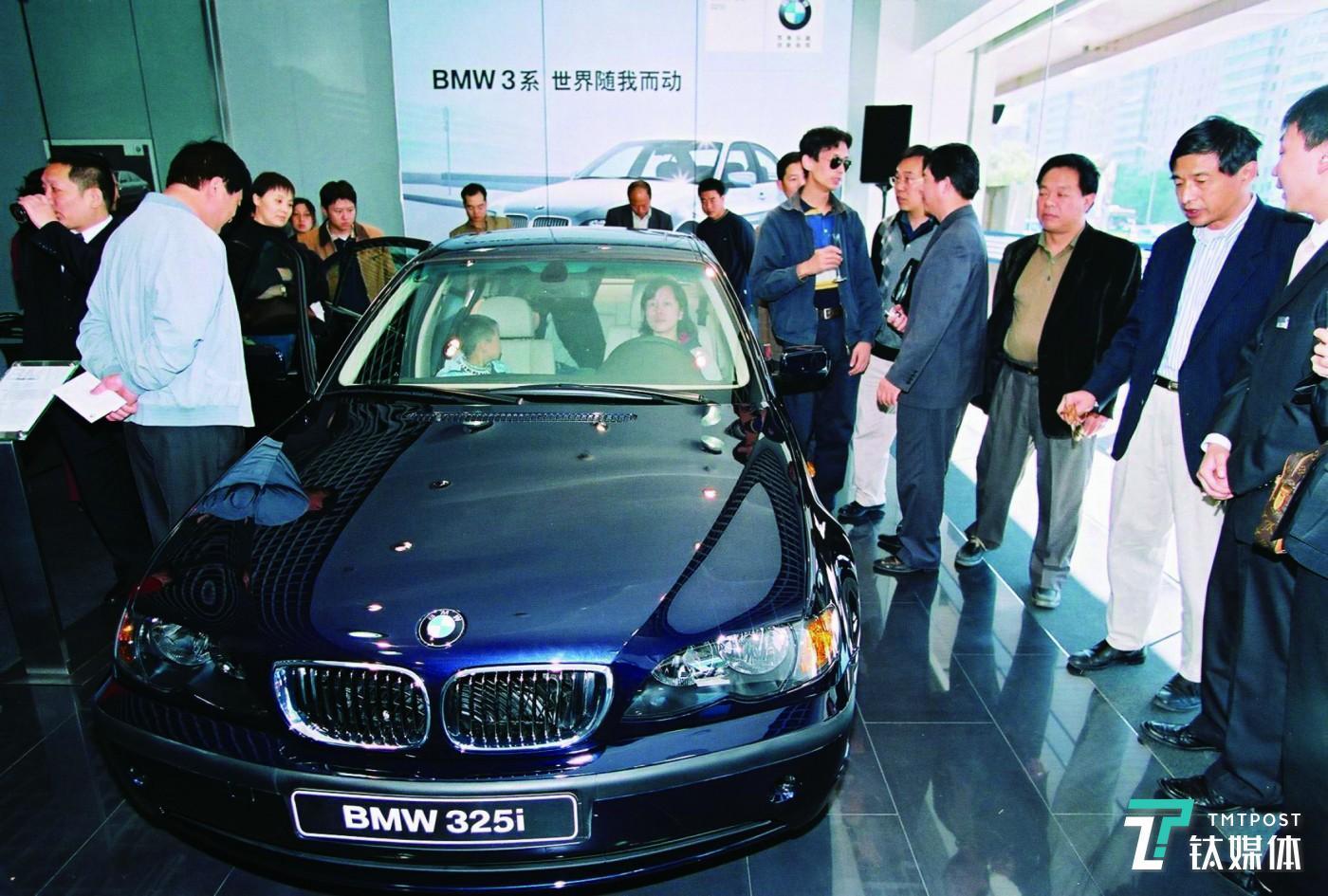 2003年10月华晨宝马推出首款车型BMW 325i